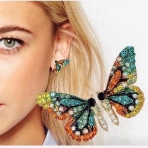 LAST PAIR! BEST SELLER!🦋 rhinestone studs